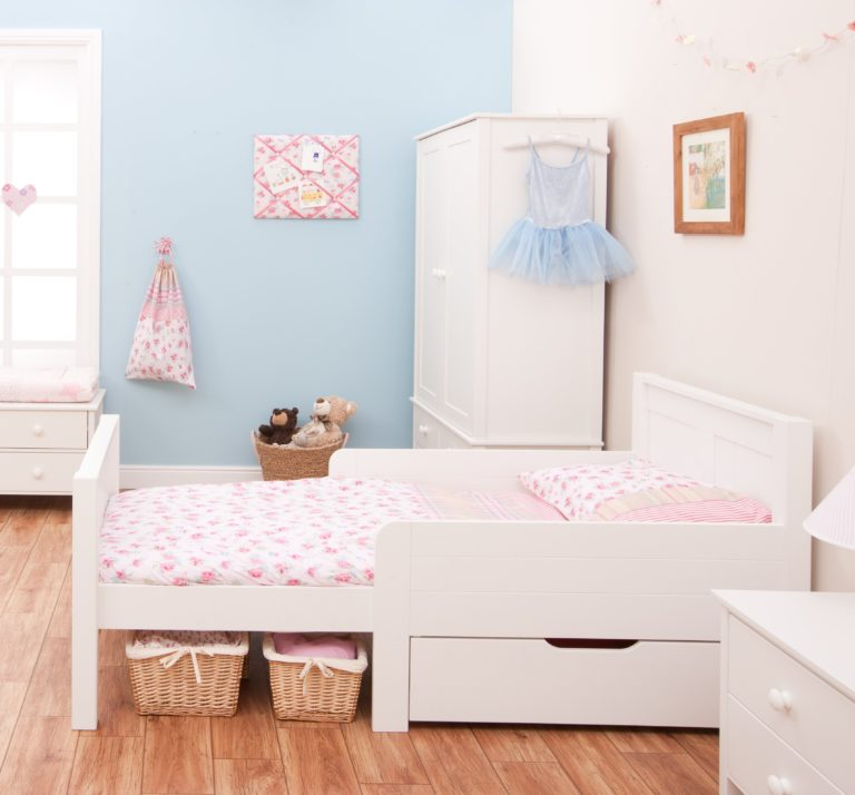 Classic Toddler Starter Bed with Mattress & Drawer by STOMPA
