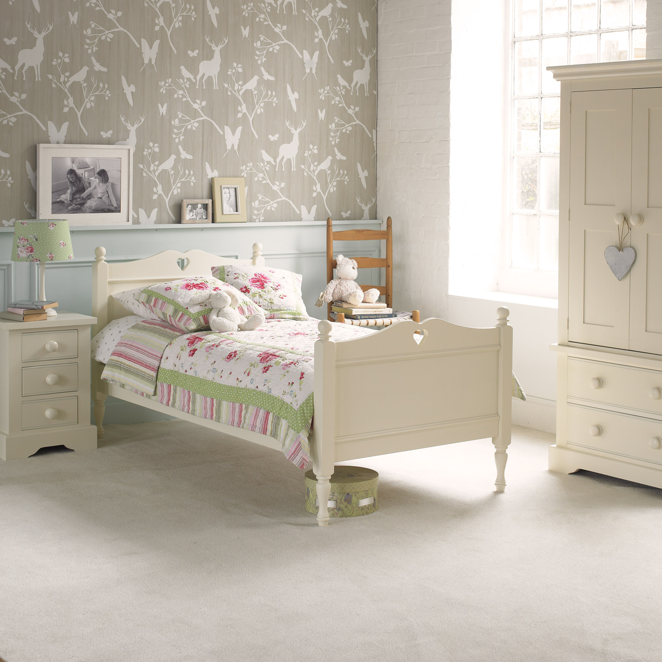 Heart bed ivory white by little folks for children - White heart bedroom furniture ...