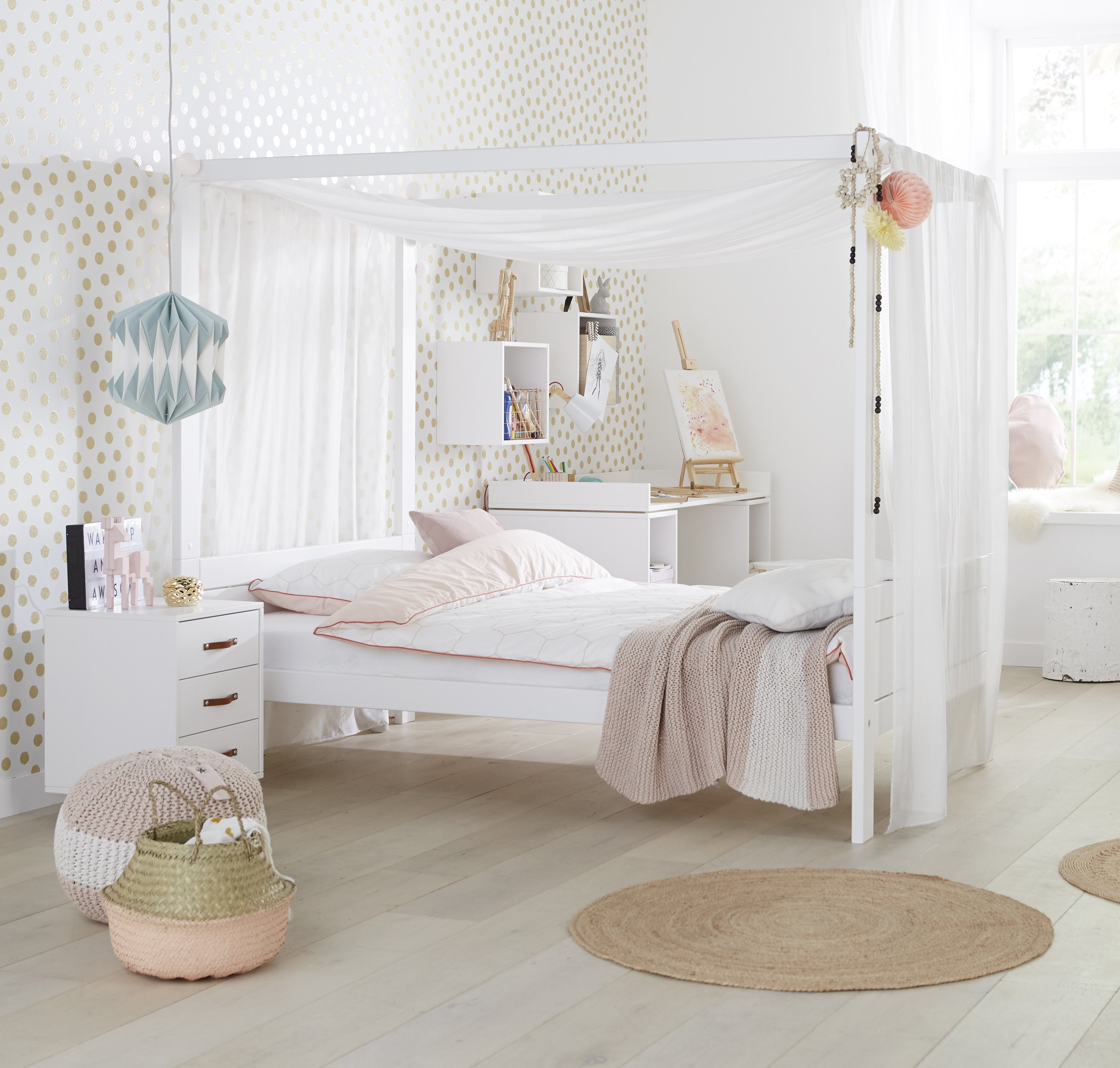 Four poster bed with canopy 3 4 white for children in s a for Rooms 4 kids