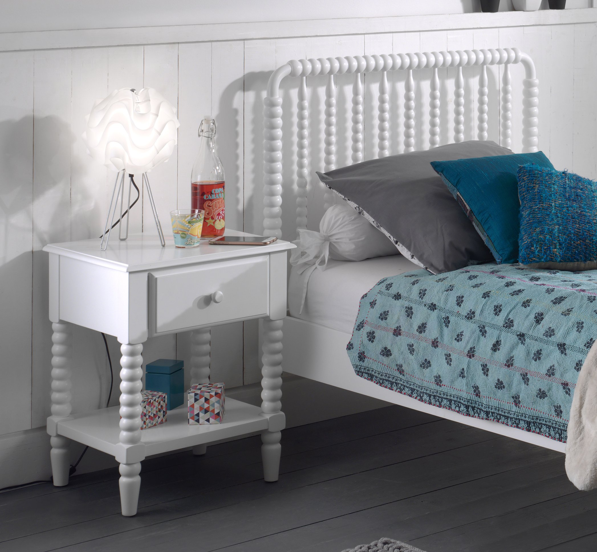 Alana Jenny Lind Spindle Bed And Nightstand Bedside Table