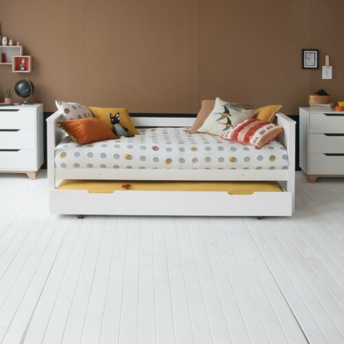 Superior Classic Day Bed, Solid Beech - White by Little Folks